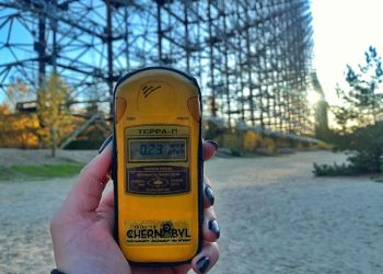 What is a dosimeter and how to use it during a tour to Chernobyl?